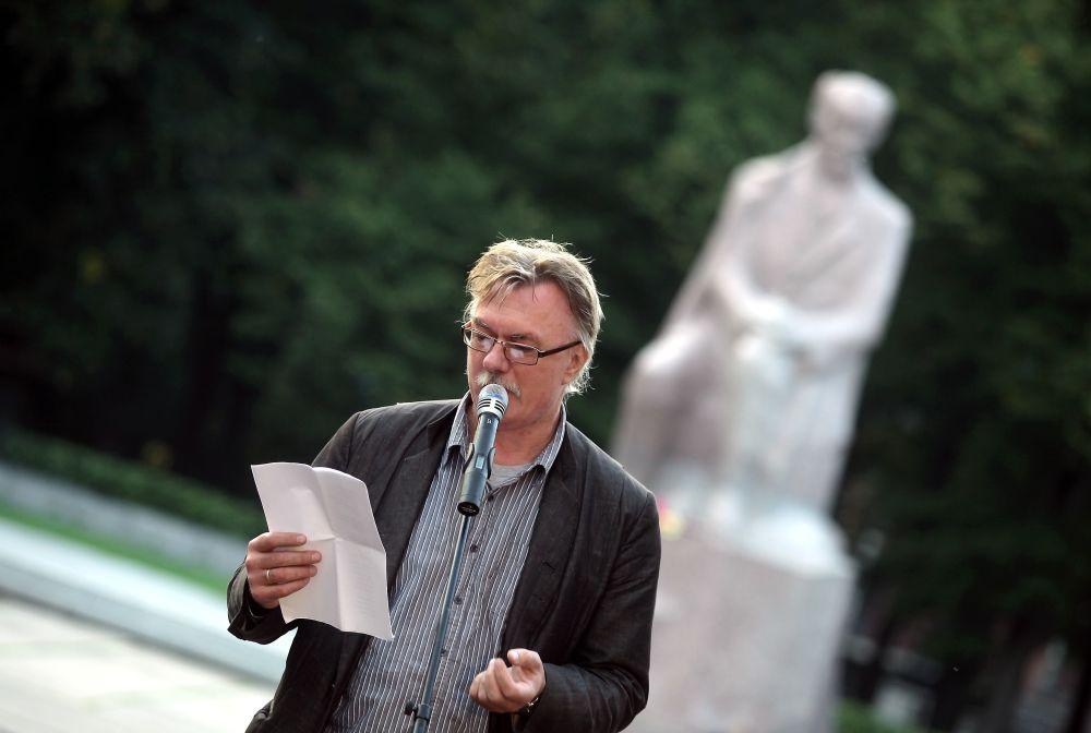 Dzejnieks Edvīns Raups.