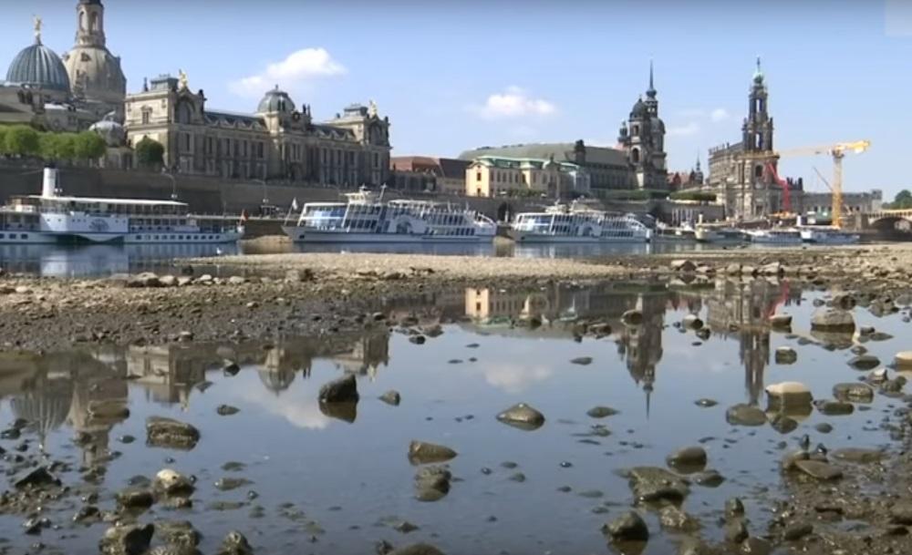 Lielā karstuma dēļ Vācijā izžuvusi Elbas upe, atklājot tājā Otrā pasaules kara laika munīciju, 2018.gada augusts.