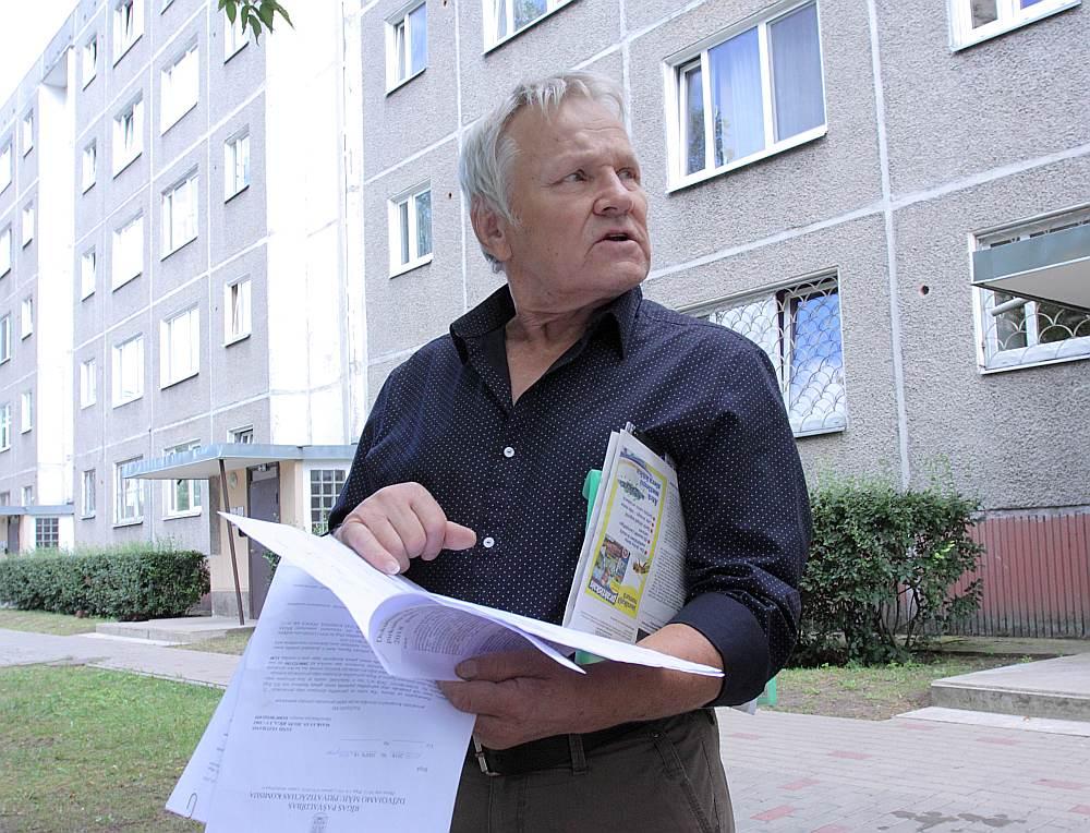 """Maskavas ielas 303. nama vecākais Jānis Veitmanis: """"Ar šo pašvaldības zemes izpirkšanu iznāks vēl lielāka putra. Maksājumu rēķiniem iedzīvotājiem būs vēl grūtāk izsekot nekā līdz šim."""""""