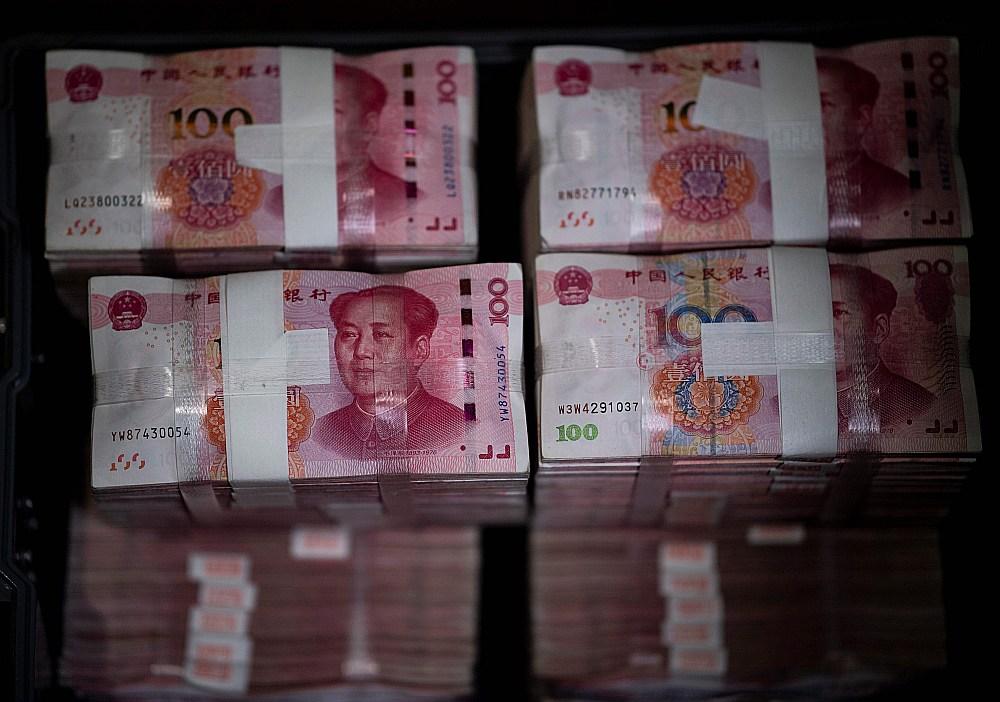 """Ķīnas firmas """"China Banknote Printing and Minting Corporation"""", kam pieder trešdaļa pasaules naudas drukāšanas tirgus, uzņēmumi strādā ar pilnu jaudu, lai izpildītu milzīgo pasūtījumu apjomu."""