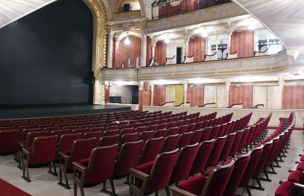 Latvijas Nacionālā teātra Lielās zāles jaunie skatītāju krēsli.