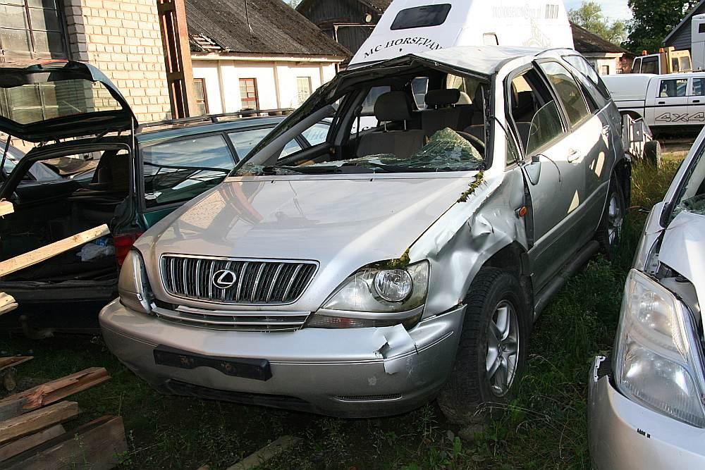Avarējusī automašīna jau divus gadus stāv novietnē, un īpašnieks to neizņem.