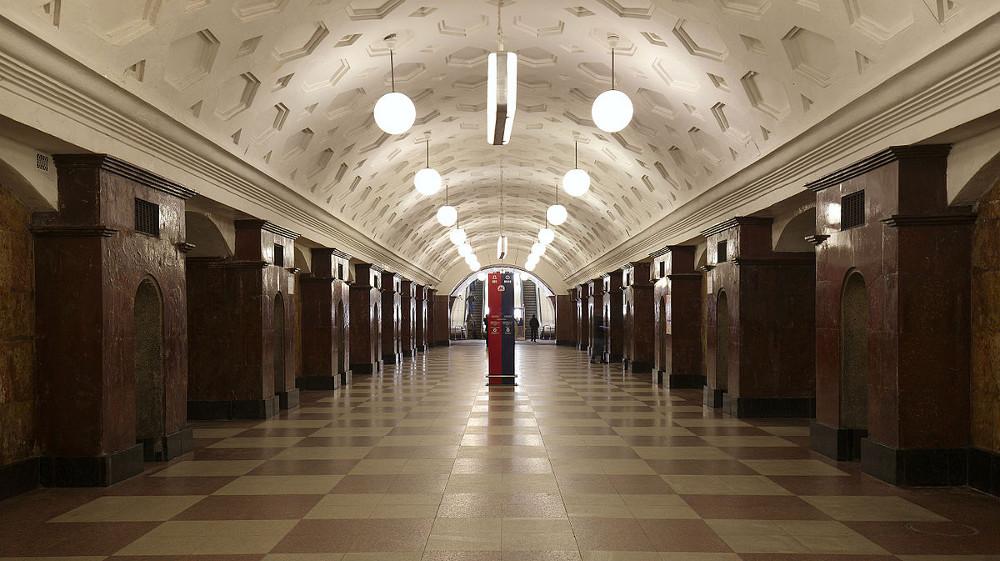 """Viena no senākajām Maskavas metro stacijām – 1935. gadā celtā """"Krasnije vorota""""."""