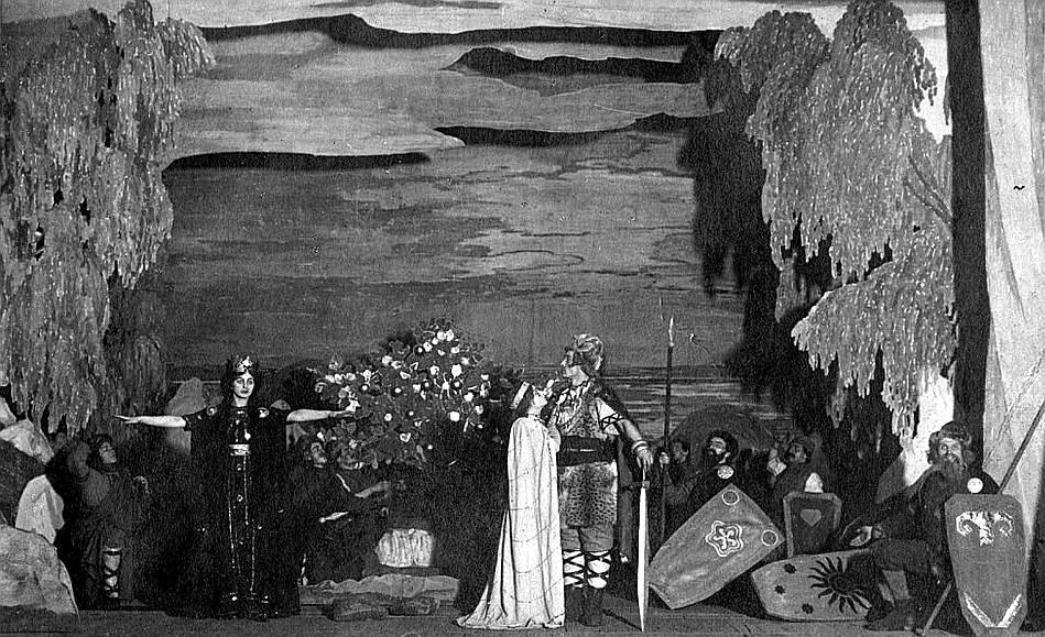 """""""Uguns un nakts"""" uzvedums 1911. gadā."""