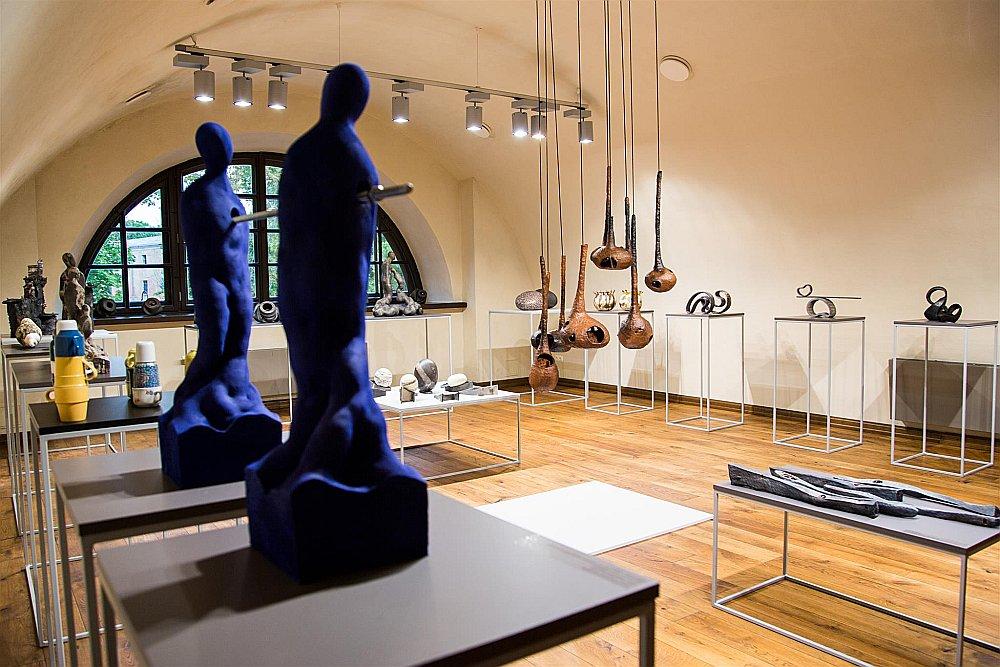 """Šogad keramikas mākslas simpozijs """"Ceramic Laboratory"""" Daugavpilī pulcēja 14 keramiķus no deviņām valstīm."""