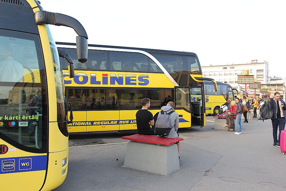 """Vakar Rīgas starptautiskajā autoostā no Ukrainas ienāca seši """"Ecolines"""" autobusi."""