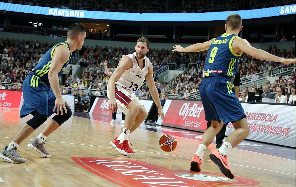 """Pasaules kausa izcīņas kvalifikācijas spēle basketbolā starp Latvijas un Slovēnijas valstsvenībām """"Arēna Rīga""""."""