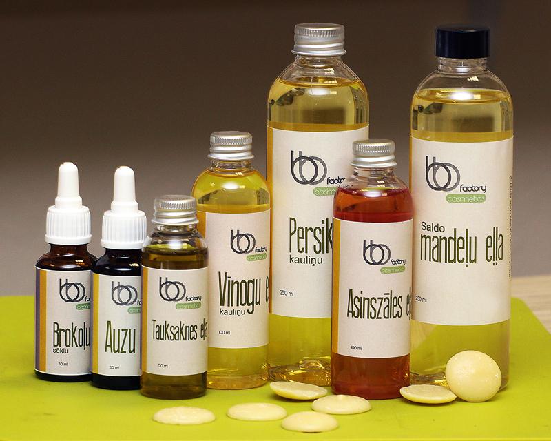 Brokoļu, auzu, tauksaknes, vīnogu kauliņu, persiku kauliņu, asinszāles un saldo mandeļu eļļa – tā ir tikai daļa no bagātīgā eļļu klāsta.