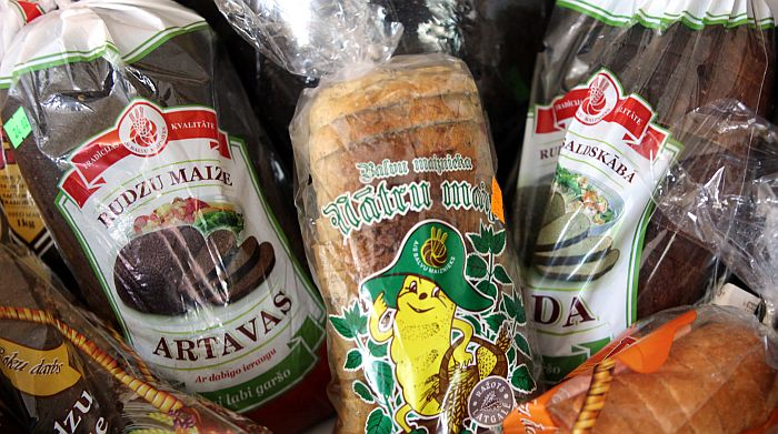 """Latvijas ražotāju produkcija, kurai piešķirts Nacionālās pārtikas kvalitātes """"Zaļā karotīte"""" zīmols."""