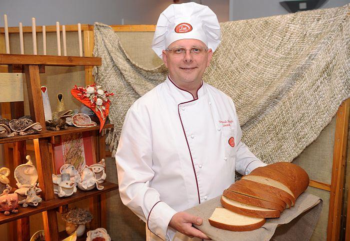 """Maizes ceptuves """"Lāči"""" saimnieks un galvenais maizniekmeistars Normunds Skauģis."""