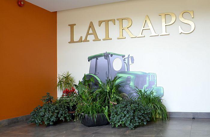 """Lauksaimniecības pakalpojumu kooperatīva sabiedrības """"Latraps"""" logo."""