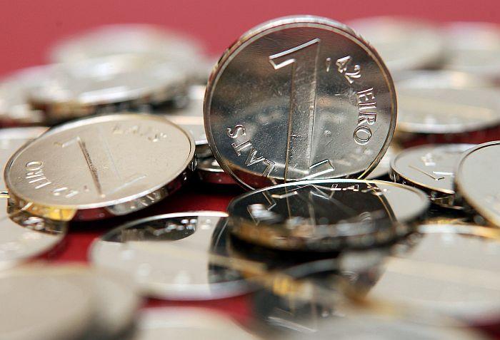 """Iepriekšējā monēta, kuras dizainu veidojis Ilmārs Blumbergs, bija """"Paritātes monēta"""" ar lata un eiro pārejas kursu reversā."""