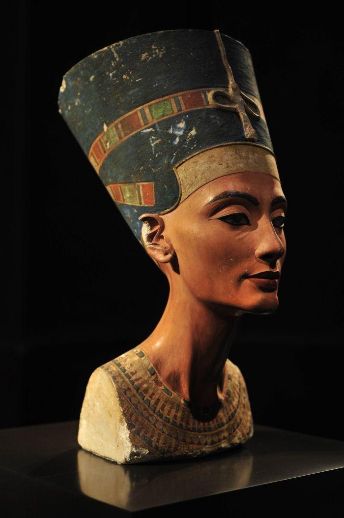 Karalienes Nefertiti portrets.