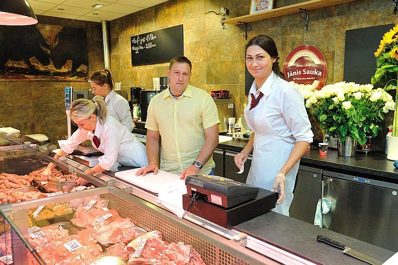 Jāņa Saukas (attēlā) gaļas un to produktu stends Centrāltirgū.