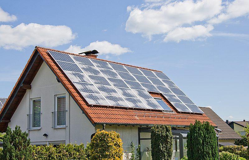 Privātmājām Ģirts Veisbārdis iesaka kompleksu risinājumu, izmantojot gan saules, gan atjaunojamo enerģiju.