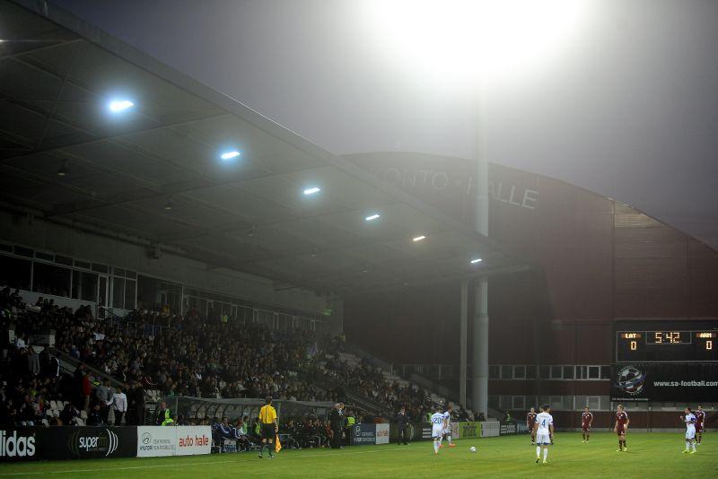 """Spēles moments pārbaudes spēlē futbolā, kurā tiekas Latvijas un Armēnijas izlases """"Skonto"""" stadionā."""