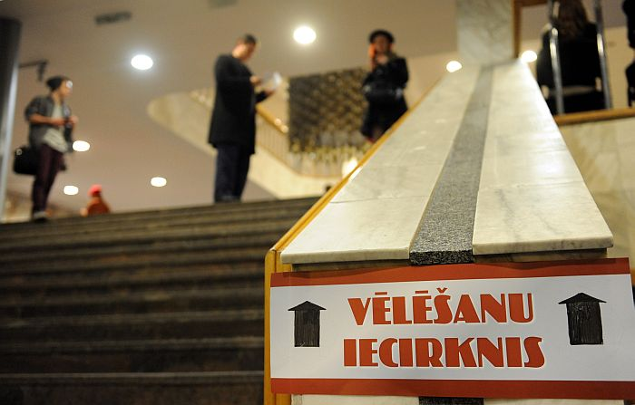 142. vēlēšanu iecirknis Rīgas Kongresu namā 12. Saeimas vēlēšanās.
