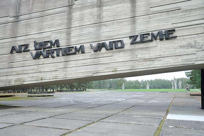 Patiesais stāsts par Salaspils nometni kopš neatkarības atgūšanas tā arī nav izstāstīts līdz galam, līdz ar to latviešu sabiedrībai pret šo vietu radusies tāda kā alerģija, ko vēl veicina dažādu falsifikāciju popularizēšana krievvalodīgajā vidē.