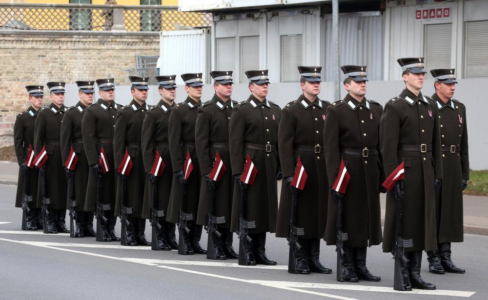 11.novembra krastmalā notiek Latvijas Republikas proklamēšanas 96.gadadienai veltītā Nacionālo bruņoto spēku parāde.