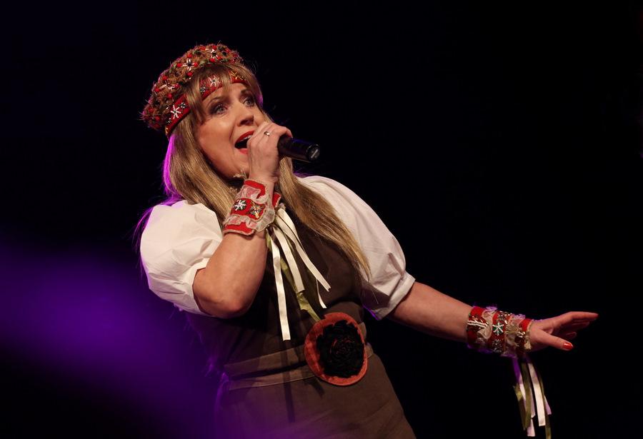 """Dziedātājas Olgas Rajeckas koncerts """"Buramdziesmas""""."""