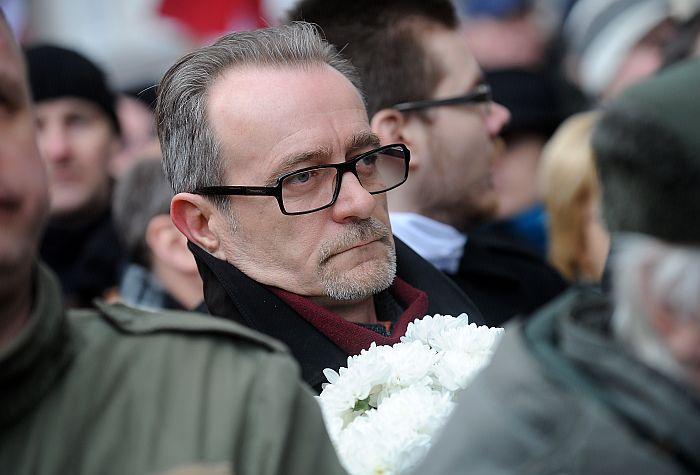 Toreizējais Saeimas sekretāra biedrs Dzintars Rasnačs 2014. gada 16. martā piedalās latviešu leģionāru piemiņas gājienā no Doma baznīcas uz Brīvības pieminekli.