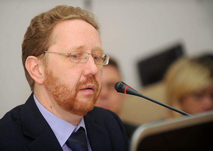 """Privatizācijas aģentūras valdes priekšsēdētājs Vladimirs Loginovs piedalās Saeimas Parlamentārās izmeklēšanas komisijas par valstij piederošo 75% bankas """"Citadele"""" akciju pārdošanas procesa virzību, pārdošanas cenas un tālākpārdošanas aizlieguma termiņa noteikšanas kritērijiem, akciju pārdošanas līgumā ietvertajiem noteikumiem, izdevumiem pārdošanas konsultantiem un sabiedrisko attiecību pakalpojumiem pārdošanas procesā sēdē."""