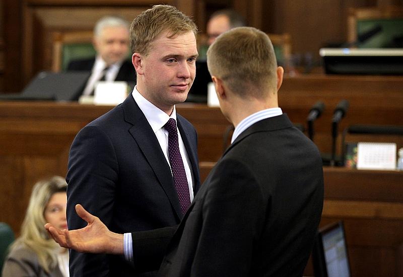 """Vecie kontakti noder. Bijušais deputāts Viktors Valainis 12. Saeimas vēlēšanās """"Vienotības"""" sarakstā palika zem svītras, bet joprojām sastopams parlamentā. Tiesa – ne vairs kā likumdevējs, bet gan kā lobētājs, kurš mēģina savus bijušos kolēģus padarīt labvēlīgākus pret nekustamo īpašumu nozari."""