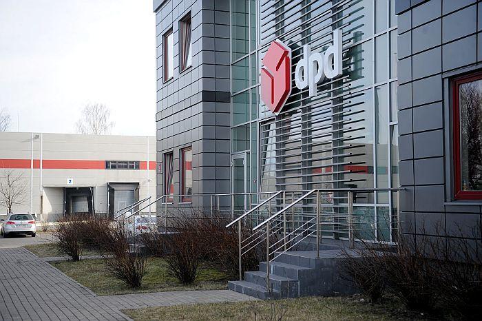 """Kurjera pakalpojumu uzņēmuma SIA """"DPD Latvija"""" sūtījumu šķirošanas un apstrādes termināls."""