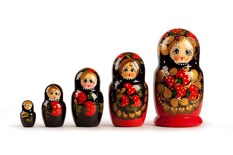 Statistikas dati uzrāda tūristu skaita kritumu no Krievijas par 4% pērn. Krievijas tūrisma operatoru lavīnveidīgajā bankrotu plūsmā Krievijas mediji vaino rubļa kursa samazinājumu, Eiropas boikotu un pašmāju finanšu piramīdas.