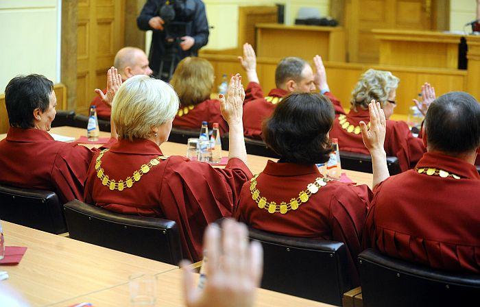 Notiek Augstākās tiesas plēnuma sēde, kurā tiesnešiem jāizvirza nākamā Augstākās tiesas priekšsēdētāja kandidatūra, ko pēc tam jāapstiprina Saeimai.