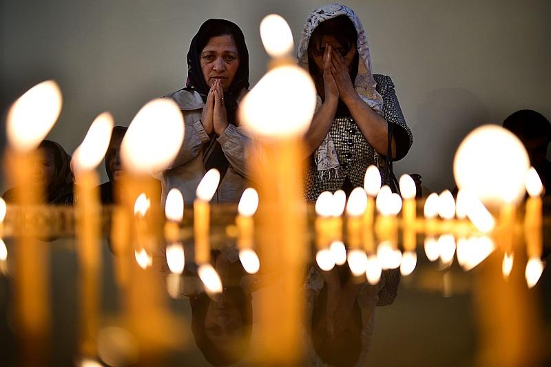 Vakar netālu no Armēnijas galvaspilsētas Erevānas esošajā Ečmiadzinas katedrālē simtiem cilvēku piedalījās armēņu apustuliskās baznīcas ceremonijā, kurā tika kanonizēti 1,5 miljoni genocīdā noslepkavoto cilvēku.