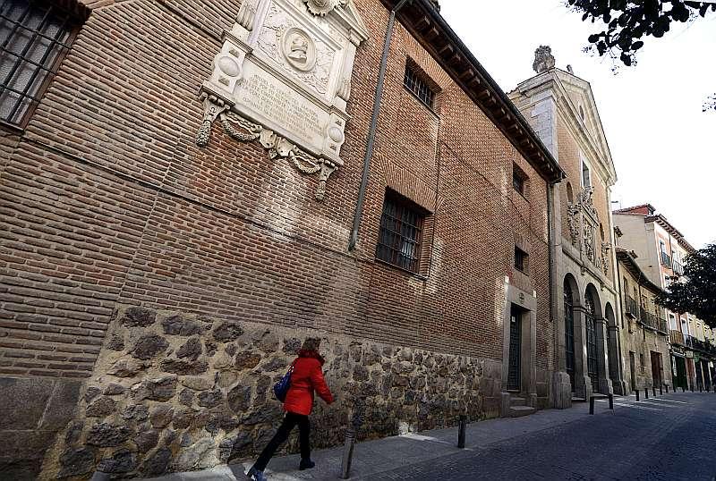 Baskāju Karmela ordeņa māsu klosteris, kur apbedīts Servantess, atrodas Madridē, Lopes de Vegas ielā.