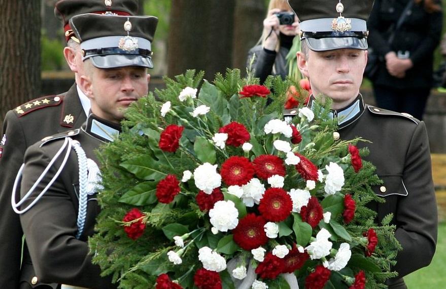 Nacisma sagrāves un II Pasaules kara beigu atceres dienas pasākums Rīgas Brāļu kapos.