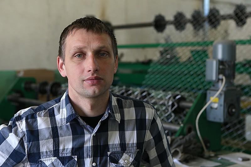 """SIA """"Žogu fabrika"""" valdes loceklis Gints Švalkovskis: """"Šos žogus, kas nav lēti, bet ir izturīgi, visvairāk pieprasa industriālie uzņēmumi, loģistikas centri. Arī bērnudārzi un citas iestādes."""""""