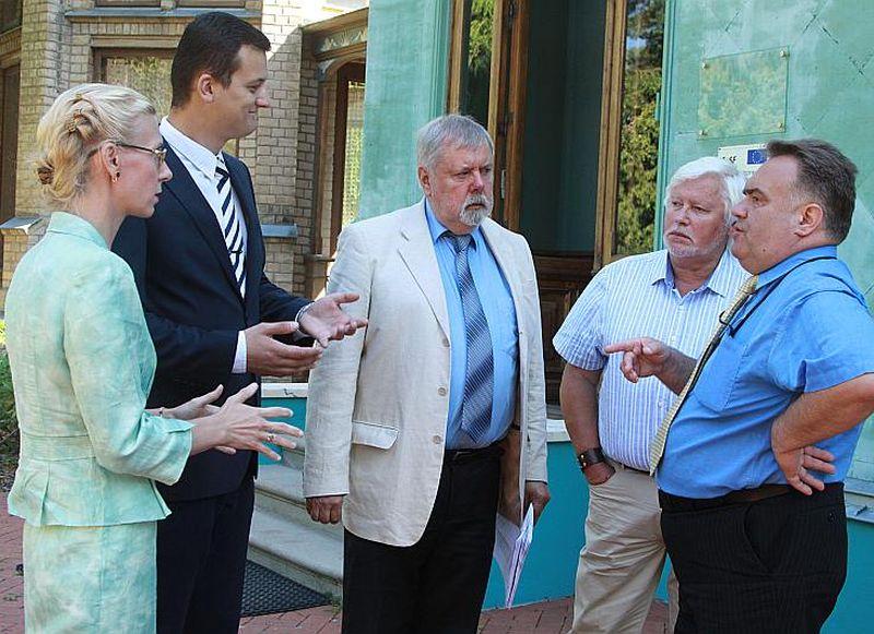 Bijušie un esošie VDK izpētes komisijas locekļi faktiski joprojām strādā kopā: (no kreisās) Kristīne Jarinovska, Gatis Liepiņš, Kārlis Kangeris, Bonifācijs Daukšts, Ainārs Bambals.