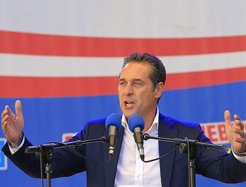 FPÖ līderis Heincs Štrahe, kurš 11. oktobra vēlēšanās kandidē uz Vīnes mēra amatu, aicina dot priekšroku tiem patvēruma meklētājiem, kas ir kristieši, nevis musulmaņiem, lai saglabātu Austrijas piederību Rietumiem.