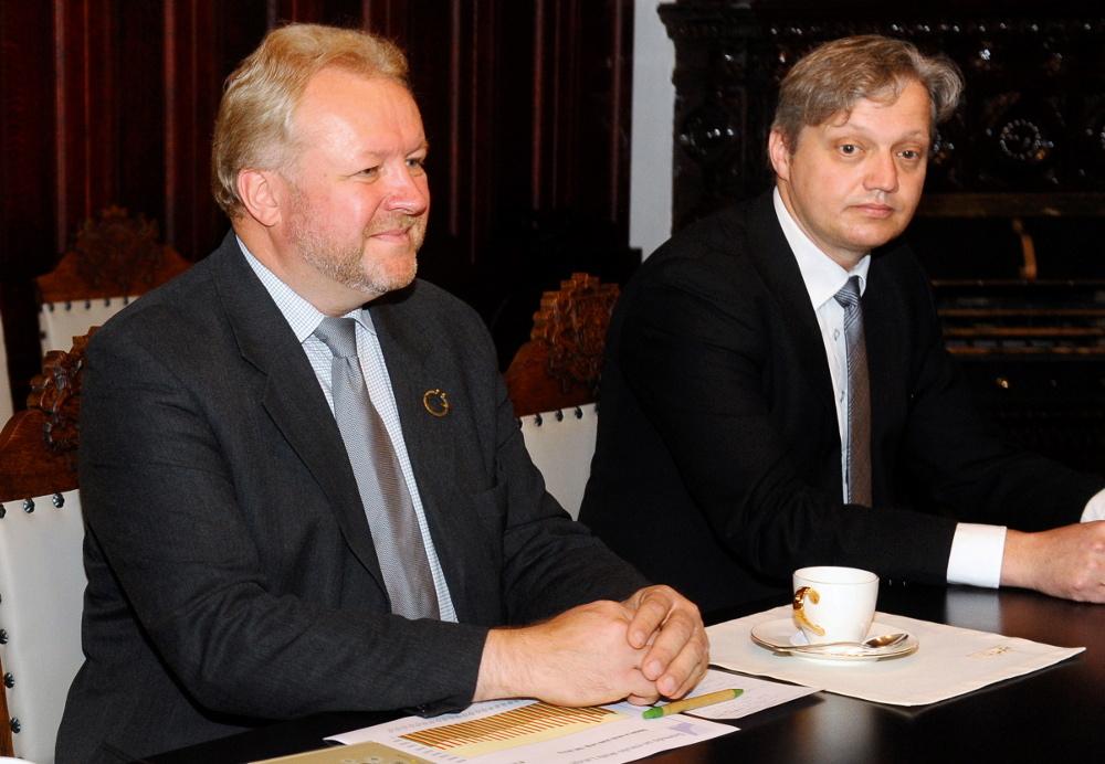 """Organizācijas """"Nākotnes fonds"""" pārstāvji Ilmārs Mežs un Otto Ozols."""