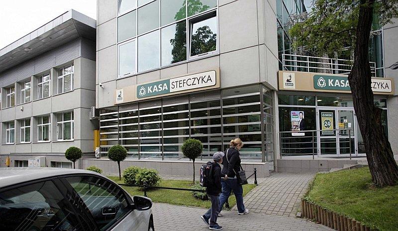 """Piecas Polijas krājaizdevu sabiedrības, kas veido 40% no kopējā aktīvu īpatsvara, izveidojušas """"Stefczyk"""" grupu."""
