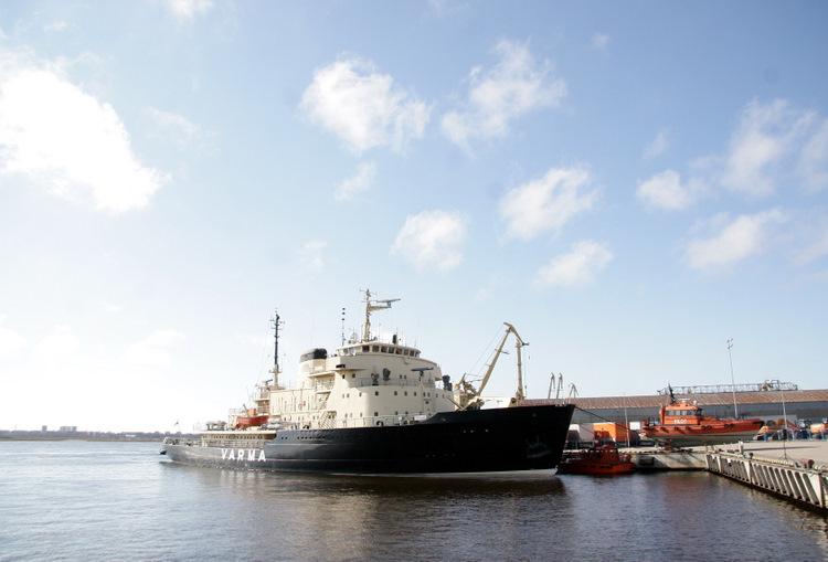 """Ledlauzis """"Varma"""" pie Kuģu satiksmes vadības centra."""
