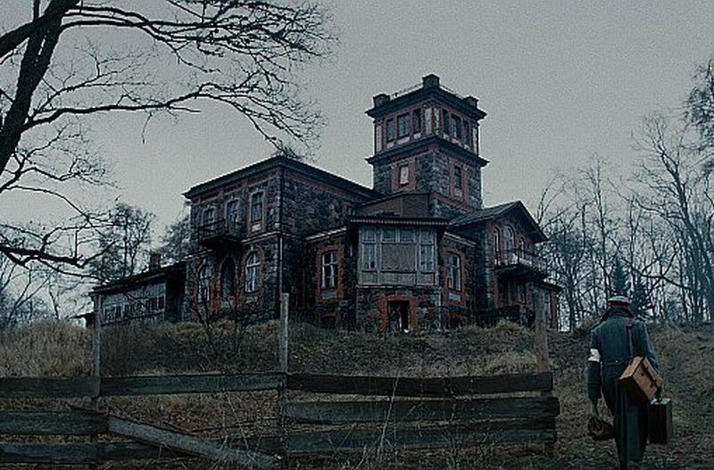 """Jau 21. janvārī pirmizrādi piedzīvos Dāvja Sīmaņa vēsturiskā spēlfilma """"Pelnu sanatorija""""."""