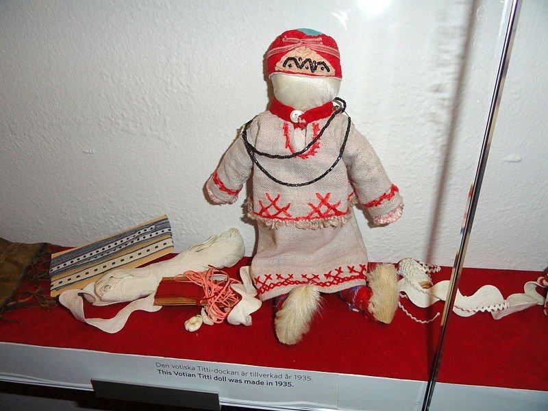 Votu lelle Somijas kultūru muzeja ekspozīcijā Helsinkos.