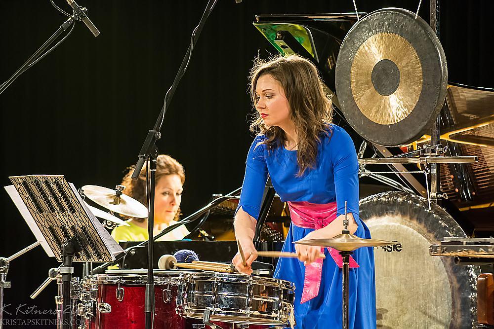 """Trio """"Art-i-Shock"""" programma liecināja par ansambļa dalībnieču ieguldīto nopietno darbu un uzstāšanās māksliniecisko aizrautību."""
