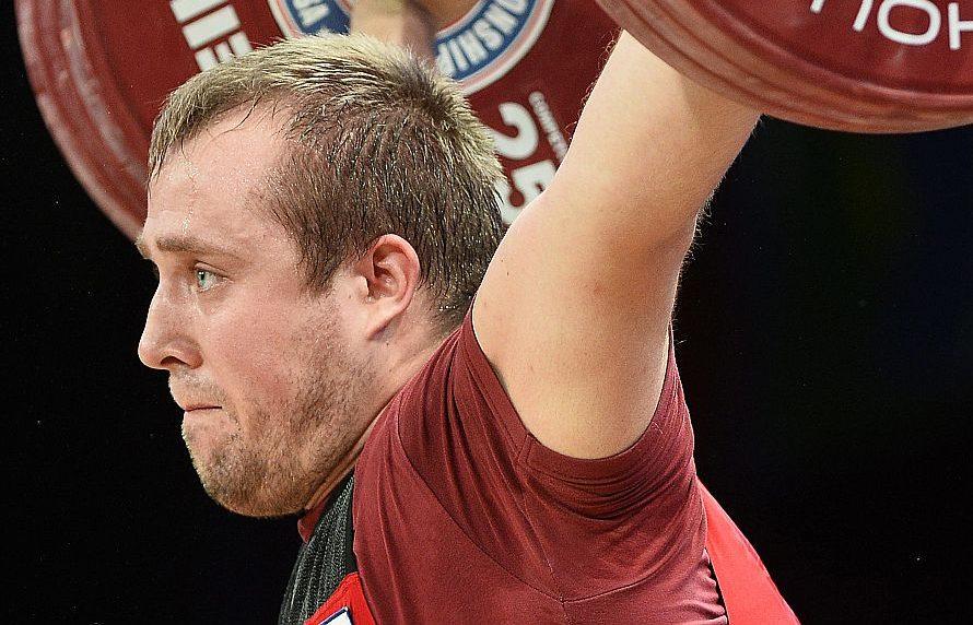 Latvijas svarcēlājs Artūrs Plēsnieks pēc pleca operācijas vēl nav atguvis savu sportisko formu.