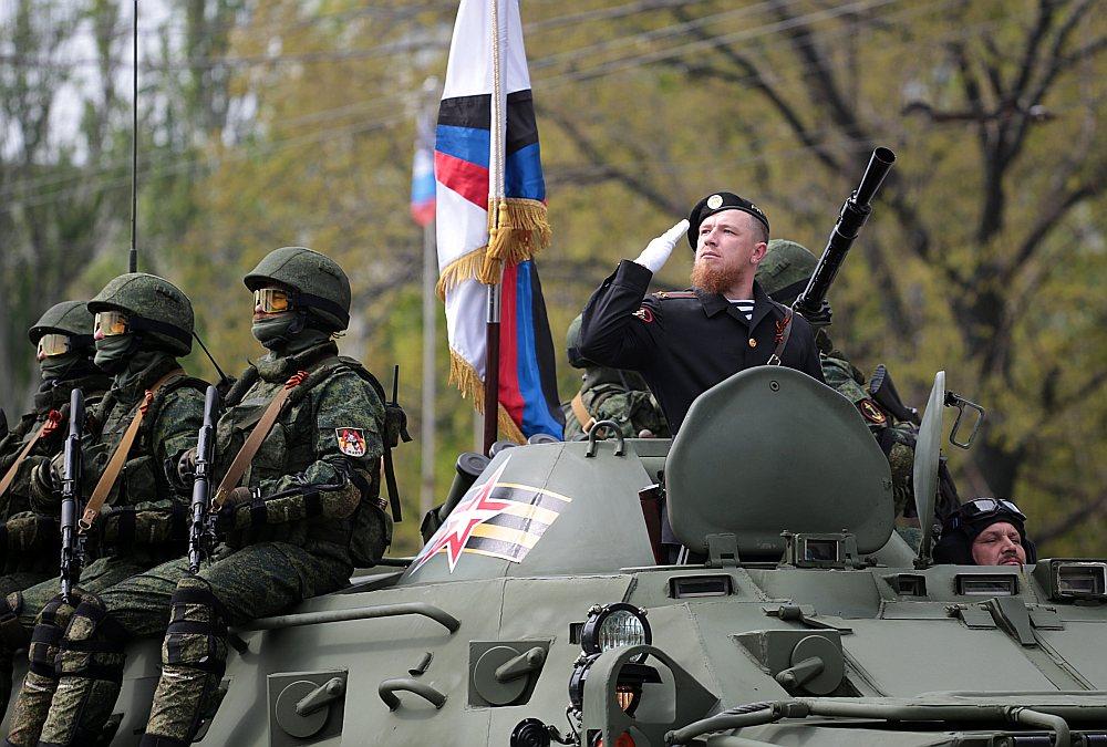 Austrumukrainas prokrievisko separātistu lauka komandieris Arsēnijs Pavlovs jeb Motorola parādes laikā šogad Doņeckā.
