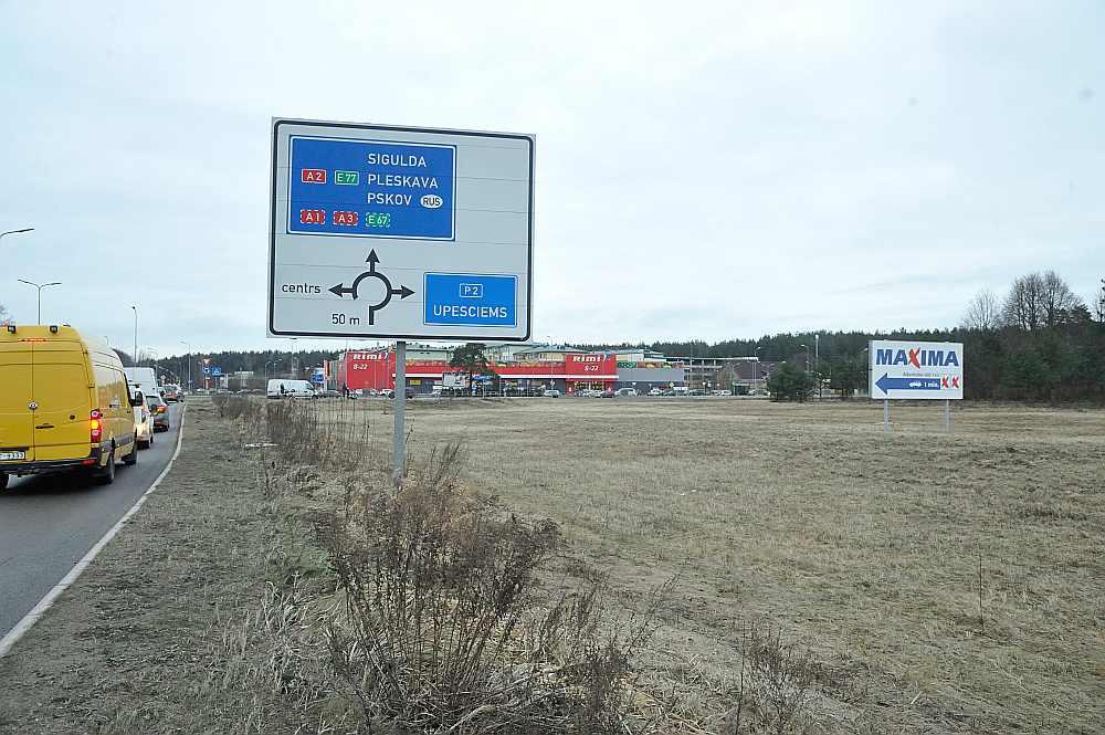 """Veikals """"IKEA"""" varētu atrasties uz zemes gabala labajā pusē."""