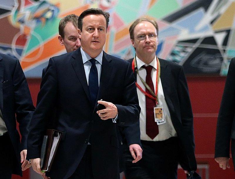 Bijušais Britānijas premjerministrs Deivids Kemerons (no kreisās) neuzklausīja britu vēstnieka ES Aivena Rodžersa brīdinājumus par augošo plaisu starp Londonu un Briseli, kas noveda pie breksita.