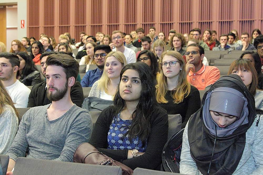 Ārvalstu studenti mācības Latvijā bieži vien uzsāk gada sākumā. RSU uz ievadlekcijām vienkopus pulcējas gan ārvalstnieki no citām ES valstīm, gan Āzijas.