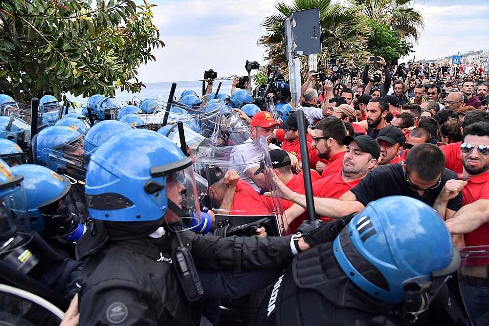 Visplašākās protesta akcijas Taorminā pret G7 apspriedes dalībnieku nespēju vienoties par atbalstu Parīzes klimata līgumam, pret ko iebilst ASV, rīkoja vides aizstāvji.