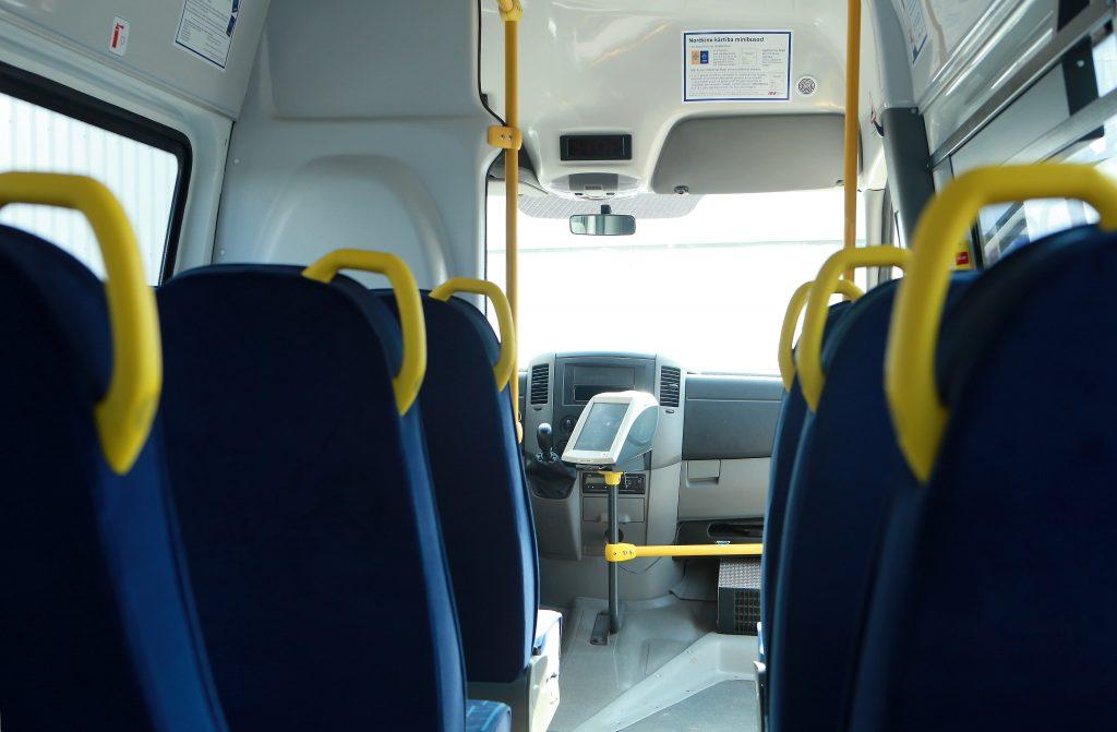 """Uzņēmuma """"Rīgas mikroautobusu satiksme"""" autobusa salons."""