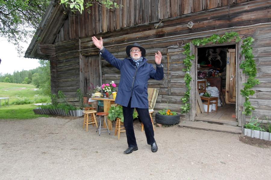 """Jānis Streičs, kinorežisors, atceras, kur uzņēma mākslas filmu. Mājas """"Saknītes"""" (tā filmā), kur uzņemta mākslas filma """"Limuzīns Jāņu nakts krāsā"""" (1981). """"Biekas"""", Raiskuma pagasts, Pārgaujas novads."""